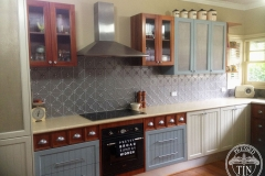 Clover Kitchen Splashback - Dulux Platypus Kinetic Pearl