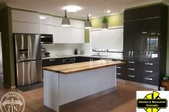 Mudgee - Kitchen Splashback & Counter -Classic White&Bench3