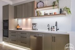 PressedTinPanels_KitchenSplashback_Savannah900x1800_InterponWhiteSatin
