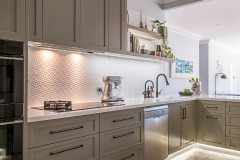 PressedTinPanels_KitchenSplashback_Savannah900x1800_InterponWhiteSatin2