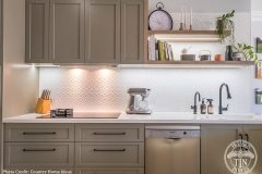 PressedTinPanels_KitchenSplashback_Savannah900x1800_WhiteSatin_Cooker