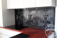 PressedTinPanels_Alexandria_KitchenSplashback_BlackGloss_01180-2