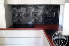 PressedTinPanels_Alexandria_KitchenSplashback_BlackGloss_01180-3.