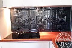 PressedTinPanels_Alexandria_KitchenSplashback_BlackGloss_01180