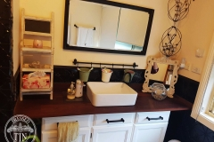 Clover in Black Gloss -Bathroom Splashback