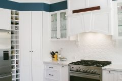 A traditional rangehood matches well with pressed metal