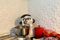 PressedTinPanels_Original_WhiteSatin_KitchenSplashback_LindaNissen