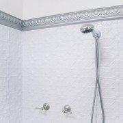 PressedTinPanels_Original900x1800_Bathroom_ShowerRecess_BrightWhite_EggDarte_Cornice_MercurySilver-681×1024