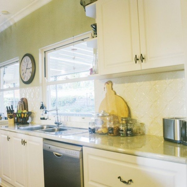 PressedTinPanels_Lattice Splashback White Birch
