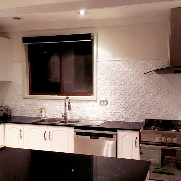 original classic white kitchen splashback. Black Bedroom Furniture Sets. Home Design Ideas