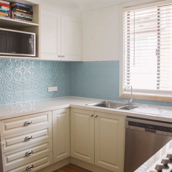 Kitchen splashback image example of Pressed Tin Panels Spades pattern powder coated in Misty Blue