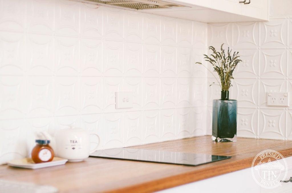 PressedTinPanels_Carnivale_IntWhiteSatin_KitchenSplashback_Loft3