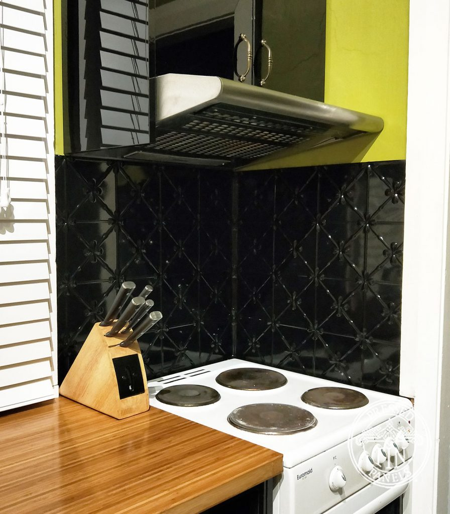 Pressed Tin Panels Clover Kitchen Splashback Black Gloss Corner