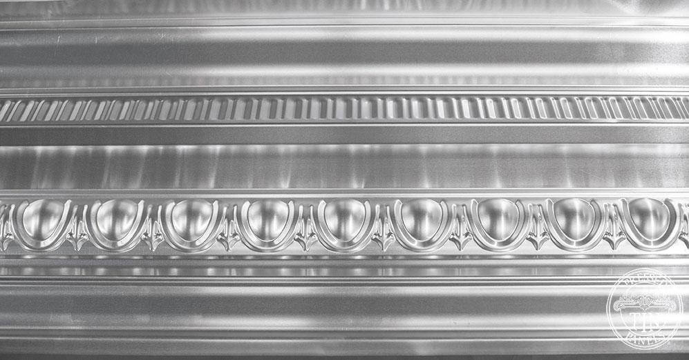 Close up sectional image of the Grande cornice